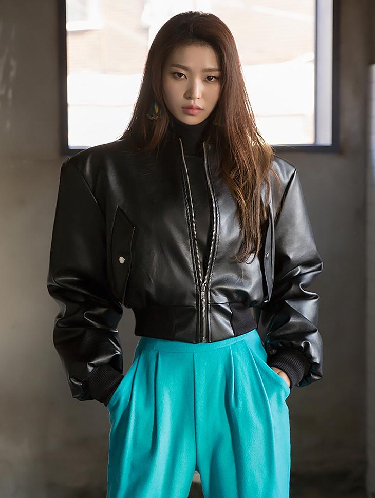 J528 女性短版皮夹克