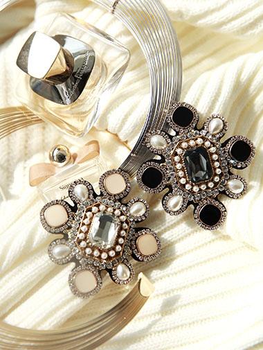 AB-141奢华裙珍珠胸针