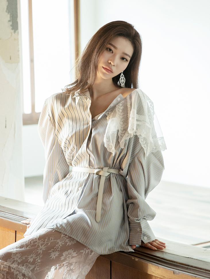 S298 线条蕾丝衬衫