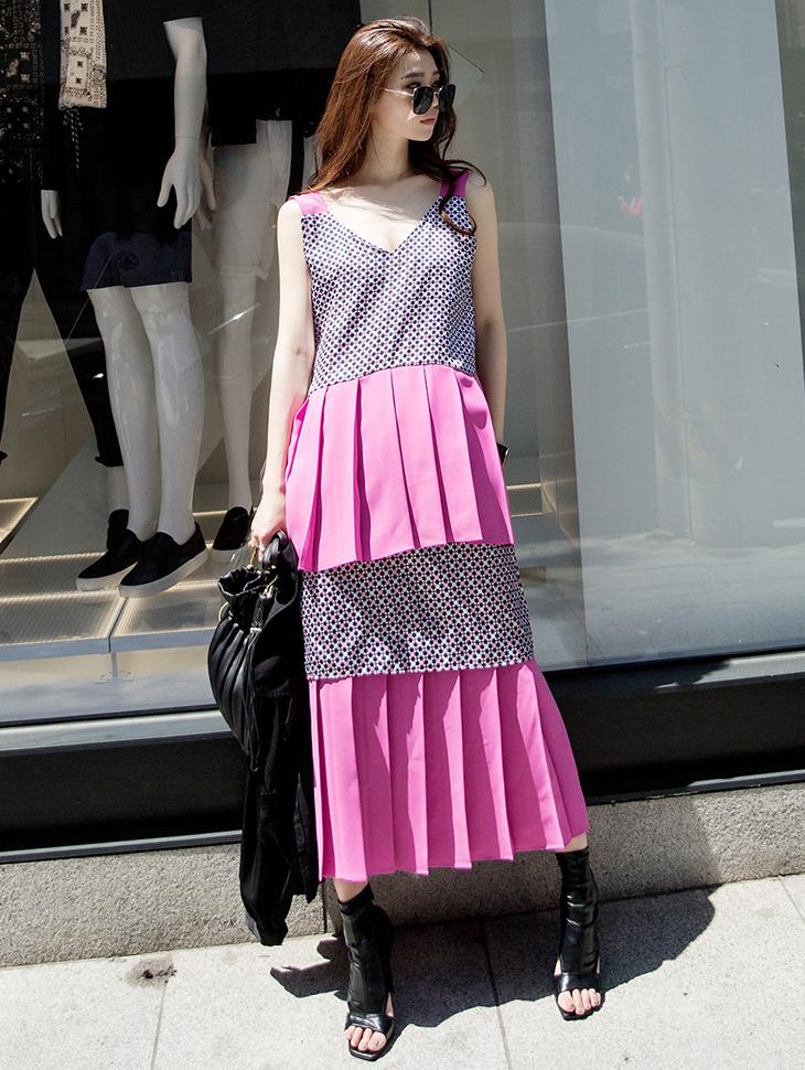 D3790 V领双百折连身裙(3再进货)