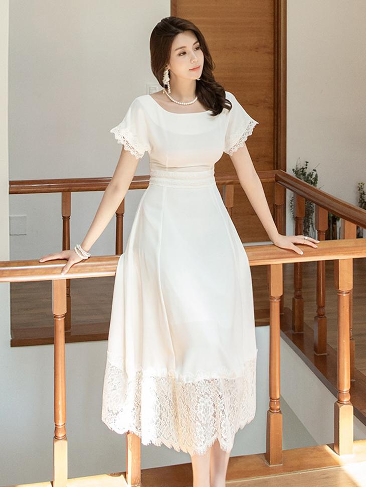 D3817 衬里蕾丝方平领连身裙