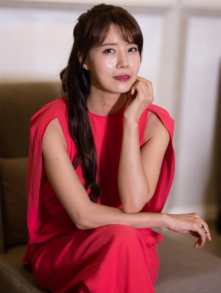 电视赞助商<br><br> <b>Interview with the movie 'Jinbum'</b> <br> Yoo Seon <br><br> B2430, P2061