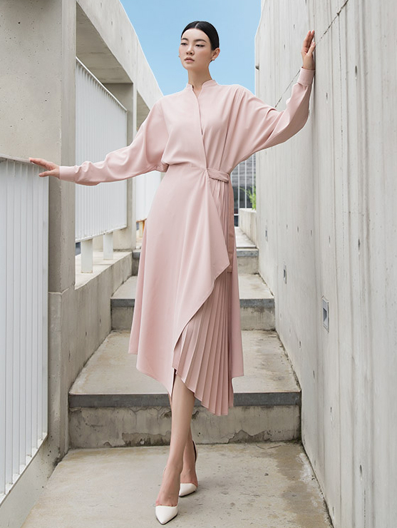 D3892 女人味立领式不规则荷叶边连身裙