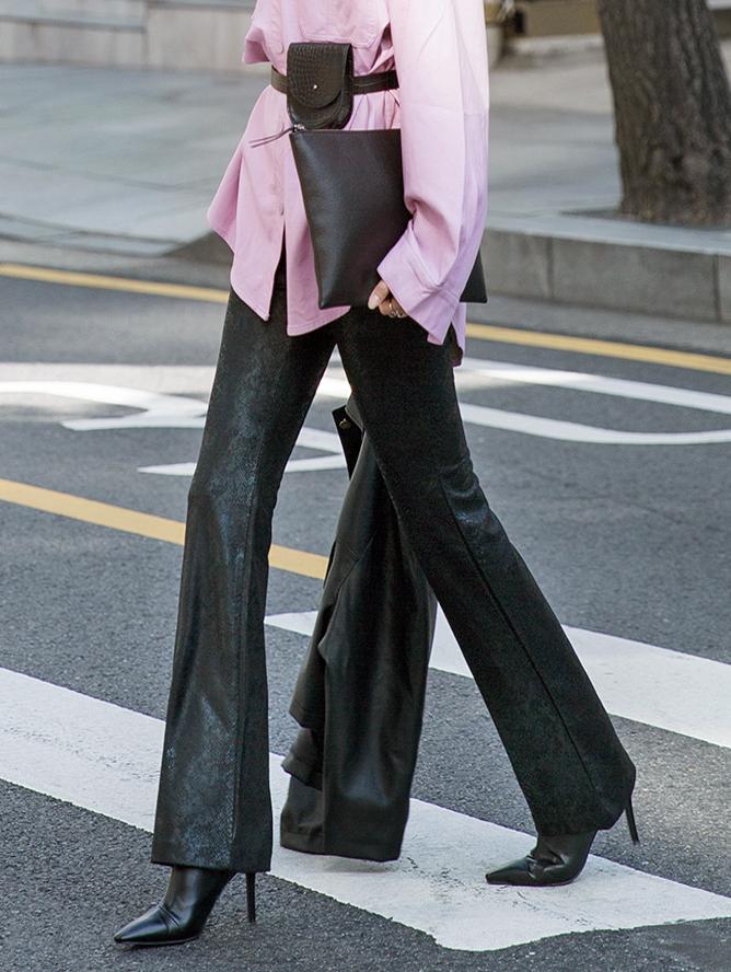 P2151 Groppy蛇皮纹皮革短裤