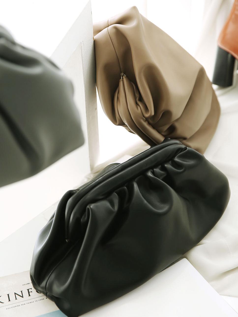 A-1064 皱褶皮革手拿包
