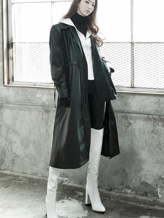 J806 後背皮革长版大衣