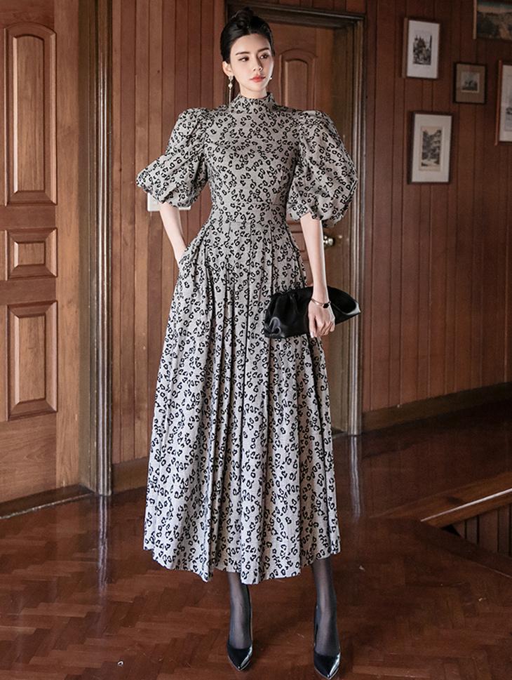 D9120 宽袖百褶连身裙