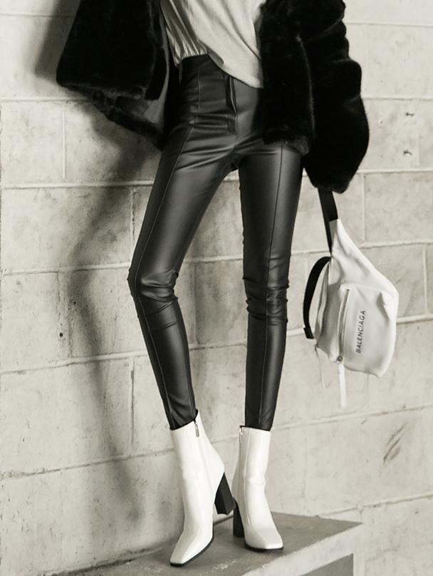 P2203 皱褶皮革长裤