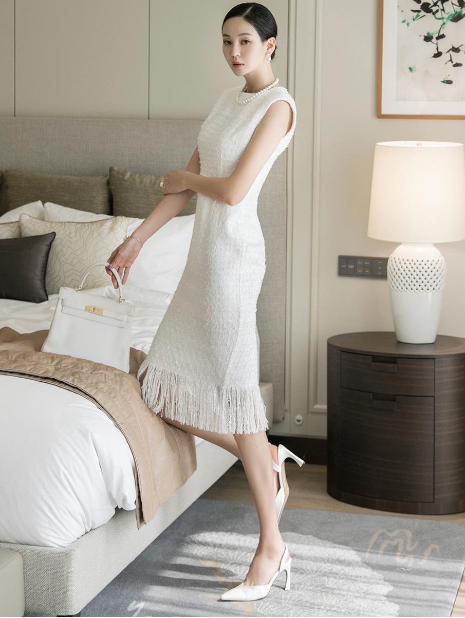 D4032 袖斜纹软呢流苏连身裙